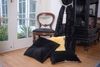 VELVET CUSHION BLACK